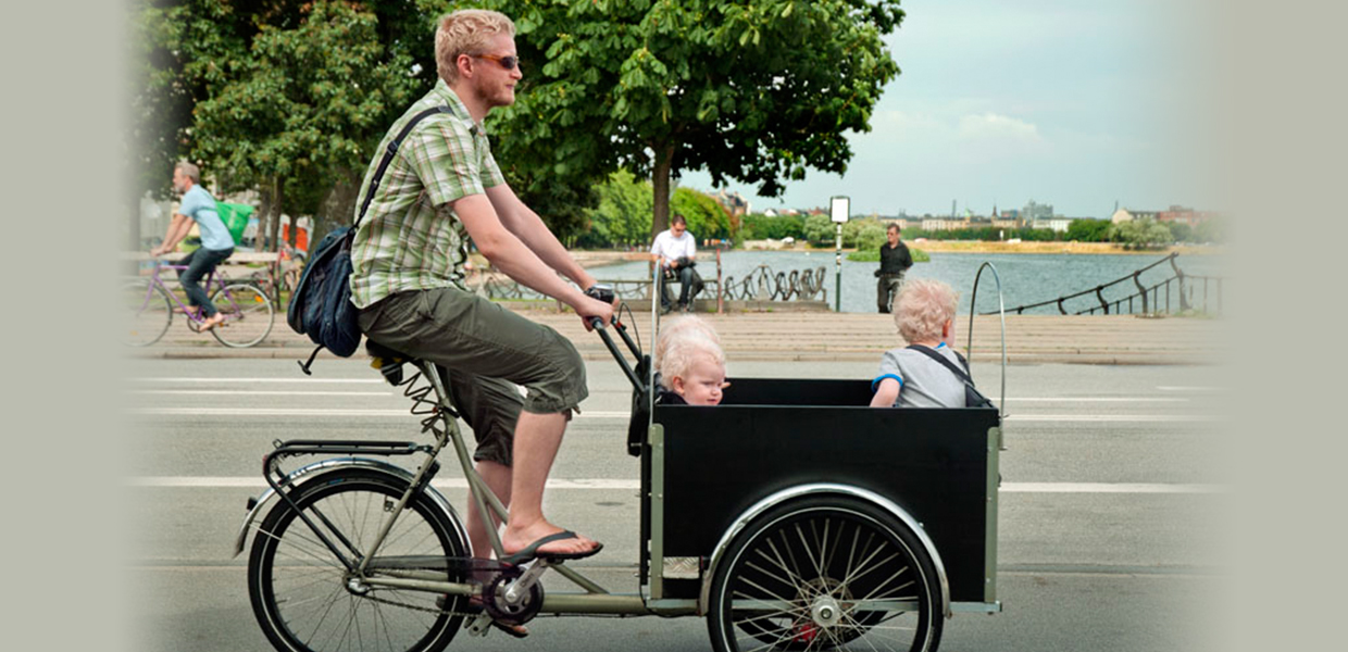 dad with three kids in his cargo bike