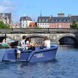 Cool things to do in Copenhagen with kids _rent a boat